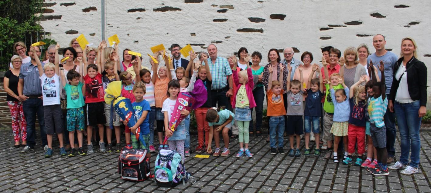 Gruppenfoto von der Einschulung 2017 in Lieg